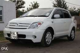 Toyota ist,2004 model,KBL,very clean,urgent sale at 540,000 neg