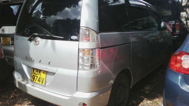Very clean Toyota Voxy, ksh 600,000. Year 2003. Parklands - image 4