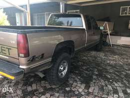 1996 Chev 4 x4 cab and half bakkie with canopy for sale