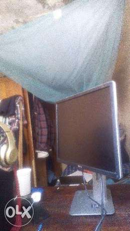 OFFER!! Dell TFT widescreen 19 inch 2 months old Nairobi CBD - image 1