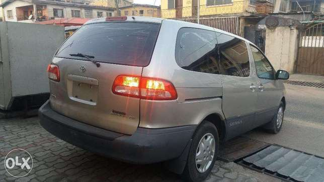 A super clean Toyota sienna new arrival for sale Lagos Mainland - image 2