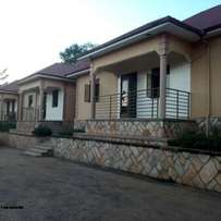 executive super self contained double for rent in kyaliwajara at 350k