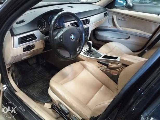 Extremely Clean BMW 3i Series Alausa - image 2