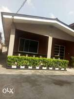 Lovely 3 bed room flat to let at okota