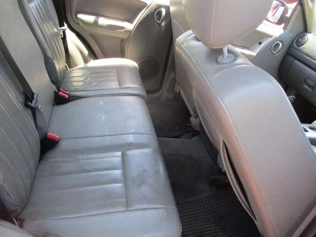Jeep cherokee 3.7 limited Automatic, 5-Doors, Factory A/c, C/d Play Johannesburg CBD - image 6