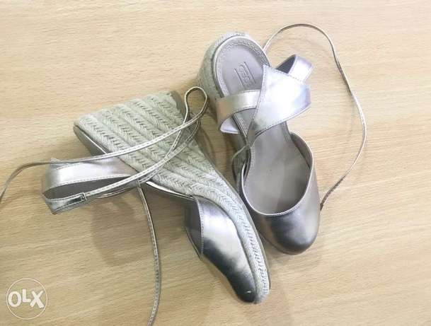 Size 41 Gold Wedge Sandals