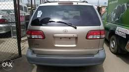 Tokunbo Toyota Sienna LE 2002/03 With Power Door