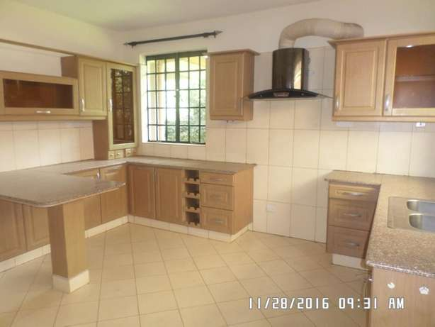A 4 bed, all en-suite townhouse with 2 SQs in Lavington green for rent Lavington - image 2