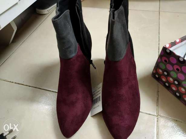 2 shoes for sale size 38