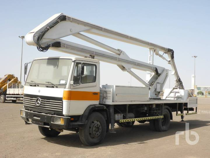 Mercedes-Benz 1117 4x2 w/Marrel