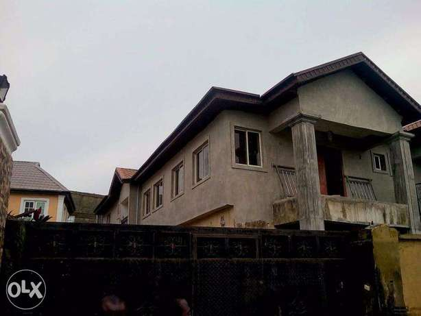 4bedroom semi detached duplex wit C of O and room bq for sale at lekki Lekki - image 1