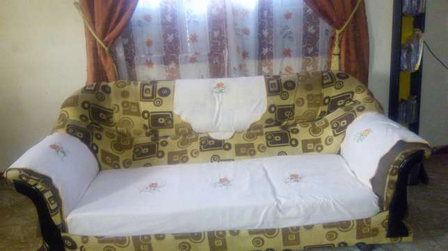 5 seater sofaseats in good condition Bamburi - image 3