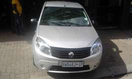 Renault sandero 1.6 silver in color 2012 model 66000km R82000