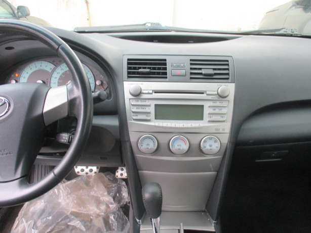 Very Clean 010 Toyota Camry,Tokunbo Lagos Mainland - image 5