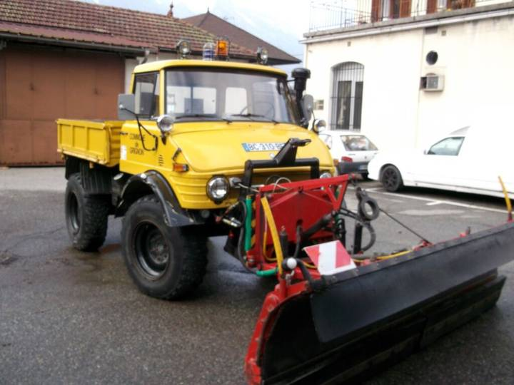 Unimog 406BSIET flatbed truck for sale by auction - 1974