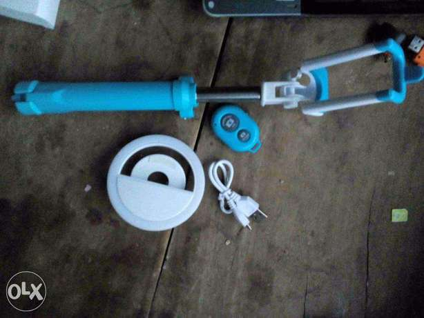 selfie stick with flash light included (new) Ado Ekiti - image 1