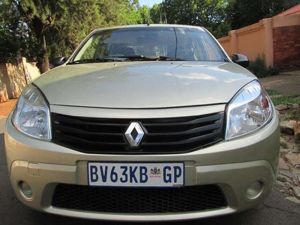 2011 Renault Sandero 1.6 United Selling For Good Price Johannesburg CBD - image 1