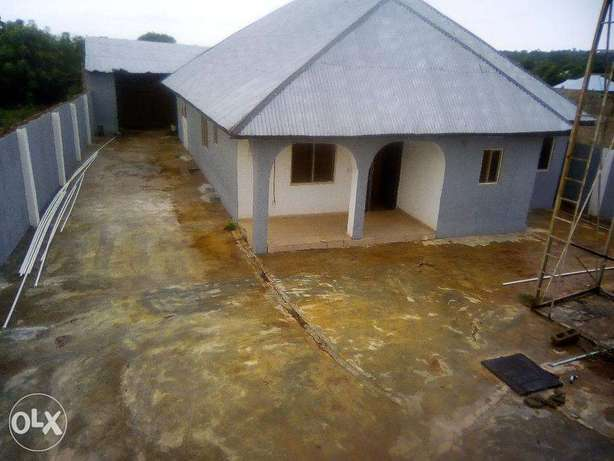 Spacious compound and building for sale Ilorin - image 1