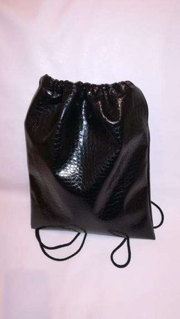 e1eb234b0c czarny plecak worek na plecy blyszczaca ekoskora typu