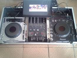 A pair of pioneer cdj 1000&cdj 800 with 3 channel mixer& flight case