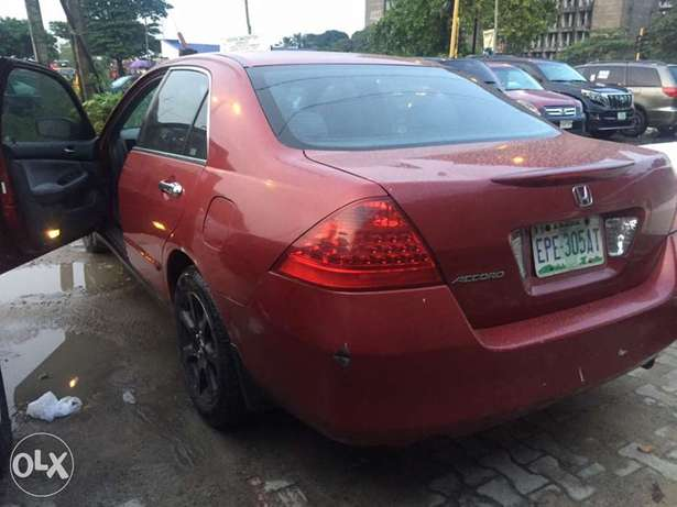 Very clean Honda Accord 2007 used Ikoyi - image 4