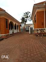 Kiwatule4bedroomed house with boys quarter