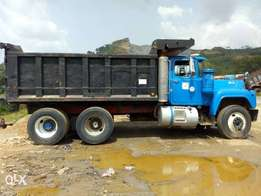 Mack tipper r model