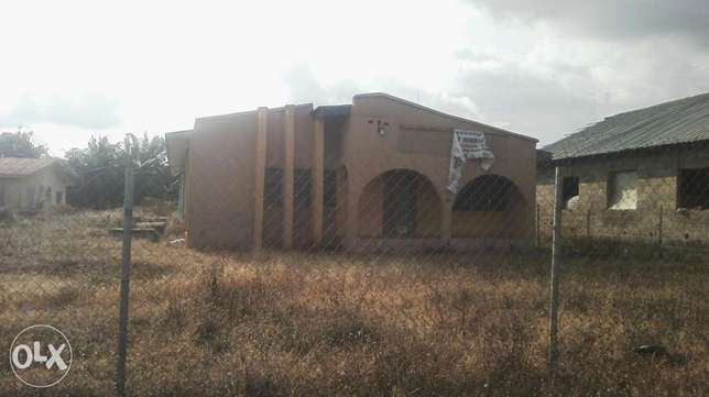 To let:2 units of 3bedrm flat available Akure South - image 1