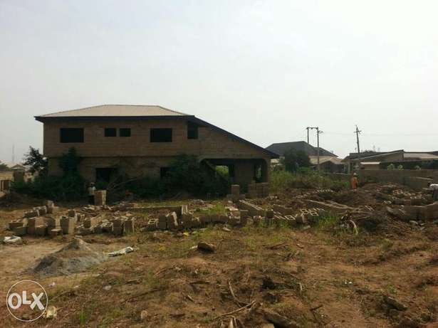 An uncompleted 5bedrooms duplex for sale Ibadan South West - image 3