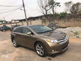 2013/2014 Toyota Venza XLE Limited 4WD( Pan roof , Nav, Rev Cam)