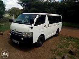 Hiace 7l box,diesel auto, Private