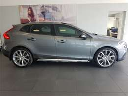 Volvo - V40 Cross Country T4 Momentum Geartronic