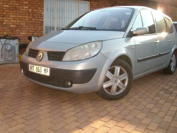 renault scenic 2.0 auto 7 seater East Rand - image 2
