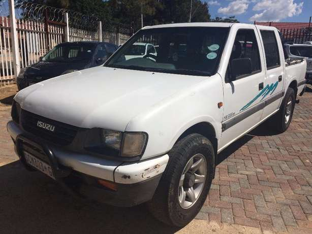 2001 ISUZU KB 200 Selling Price R48,999 Negotiable Winchester Hills - image 3