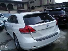 Clean tokunbo Toyota venza limited