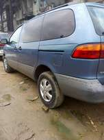 Fairly used Toyota Sienna 2000 model. First body.