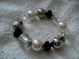 White Pearl silver and black stretch bracelet