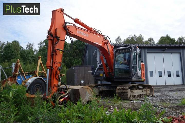 Hitachi ZX 135 US - 2011