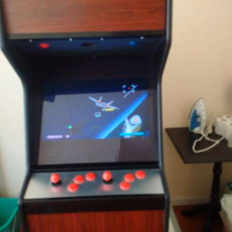 Arcade game with over 400 arcade games from the 80's and 90's for sale Faerie Glen - image 8
