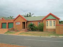 Lovely 3 Bedroom Townhouse, 436 m² corner erf with braai room!