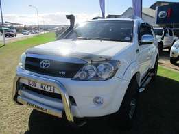 2009 Toyota Fortuner V6 4.0 L. Petrol. A/T. White. FSH.Good condition.