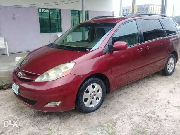 XLE Edition Nig.Used Toyota Sienna 2009 Model In Excellent Condition Lekki - image 1