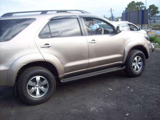 Toyota fortuner 4x4 Model,5 Doors factory A/C And C/D Player Johannesburg CBD - image 3