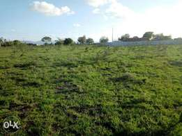 one acre with tittle touching tarmac after KBC Kangundo road for sale