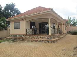 A marvelous three bed room stand alone at 1.5m along Namugongo road.