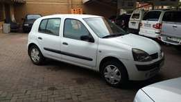 Renault Clio 1.6i - Clearance Sale!