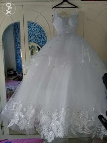 Rent or sale Wedding dress with her all accessories.