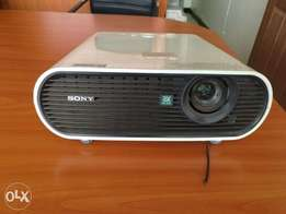 Sony VPL-ES7 LCD Projector