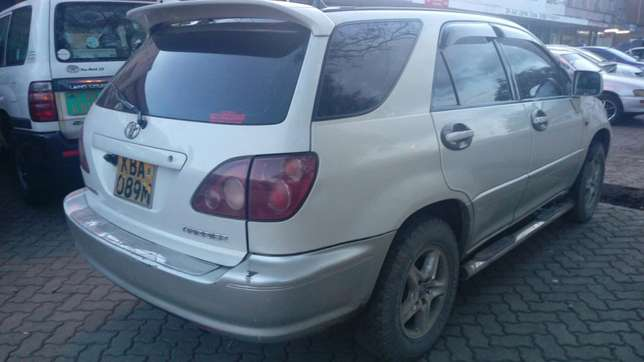 Toyota Harrier very clean inside & out accident free original paint Parklands - image 2