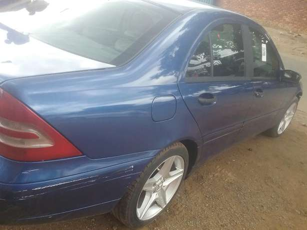 Mercedes C200 Stripping For Spares Pretoria West - image 1